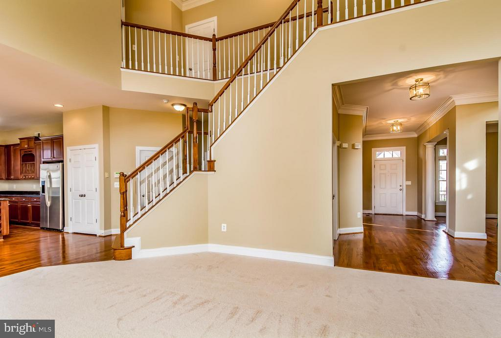 FAMILY ROOM FACING REAR STAIRCASE & LONG FOYER - 12282 TIDESWELL MILL CT, WOODBRIDGE