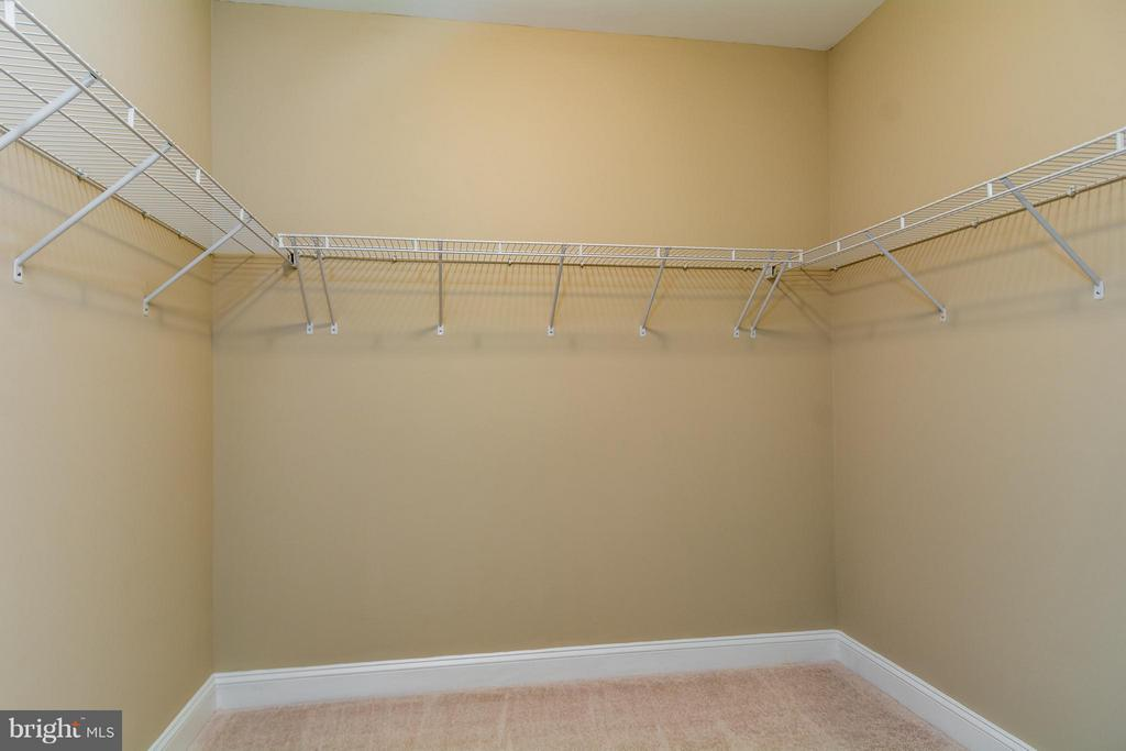 MBR HAS TWO LARGE WALK-IN CLOSETS - 12282 TIDESWELL MILL CT, WOODBRIDGE