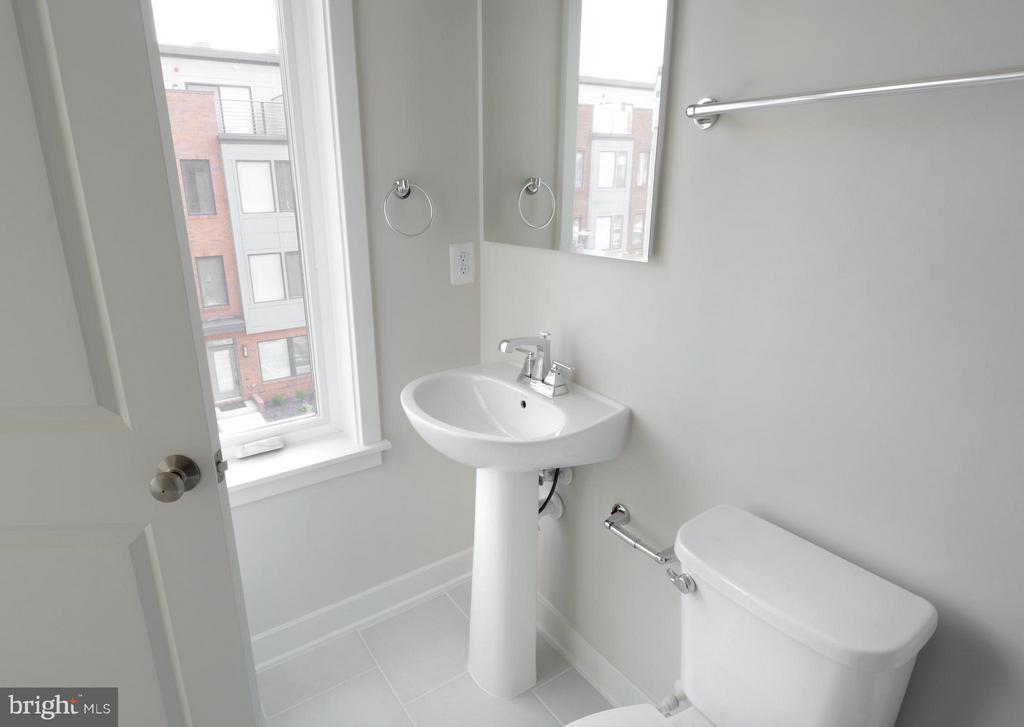 Bath - 16198 DECKER PL #COPELAND, ROCKVILLE