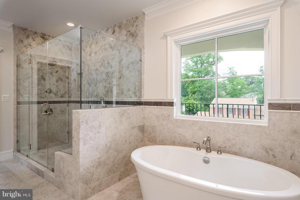 Bath (Master) - 902 NINOVAN RD SE, VIENNA