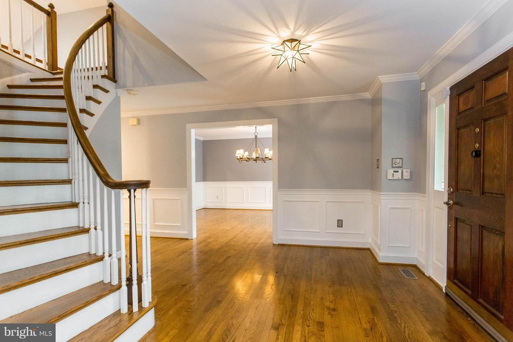 Curved Staircase with Hardwood Floors - 10637 AVONDALE DR, MANASSAS