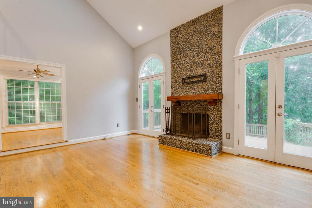 2 Story Family Room with Skylights - 10637 AVONDALE DR, MANASSAS