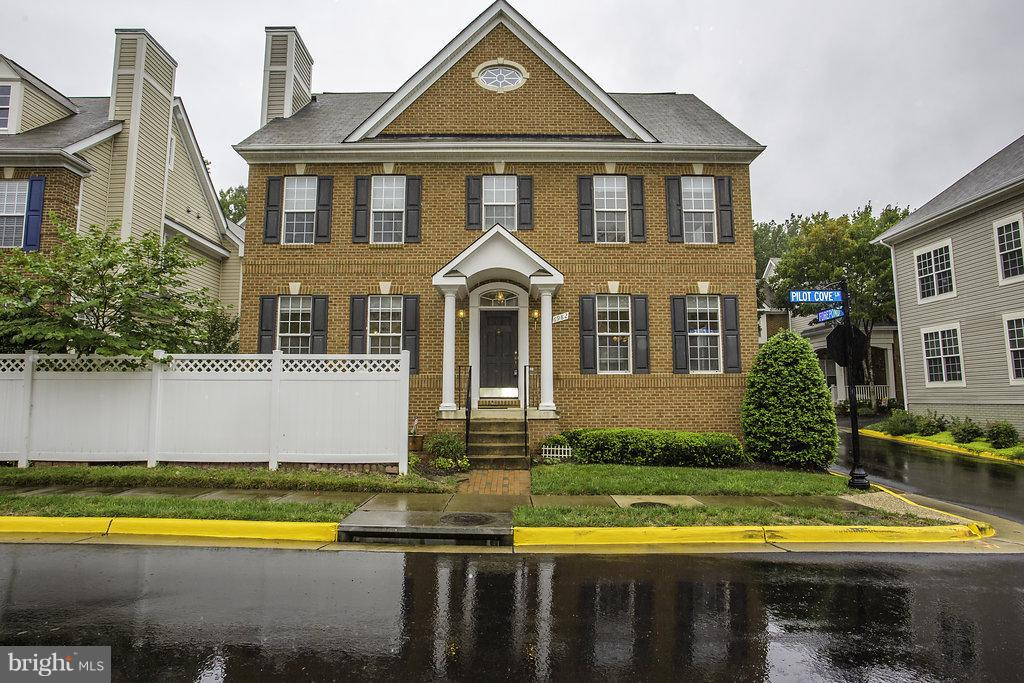 Single Family for Sale at 6982 Forepond Ct Other Areas, Virginia 22060 United States