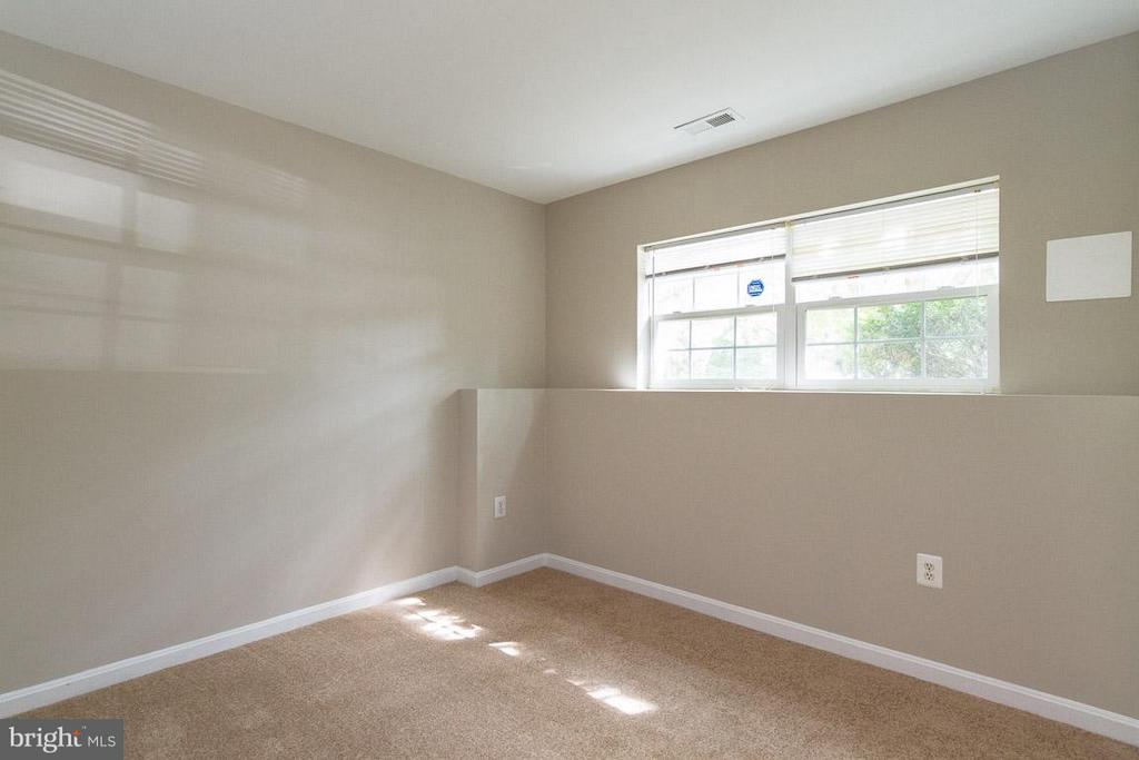 Basement Bedroom - 15612 PLAIN DEALING PL, MANASSAS