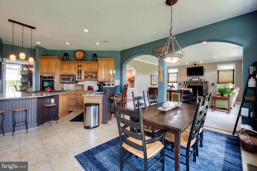 Large Breakfast Room - 40728 CHEVINGTON LN, LEESBURG