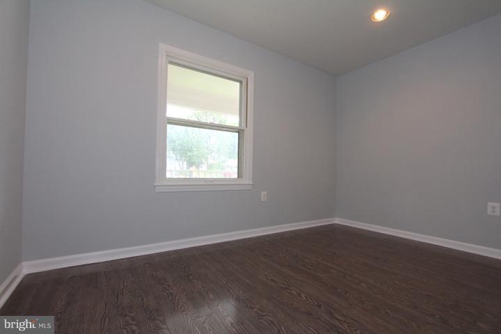 Bedroom #4 - 702 DICKENSON CT, STERLING
