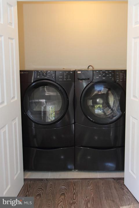 Laundry with front load washer and dryer - 702 DICKENSON CT, STERLING