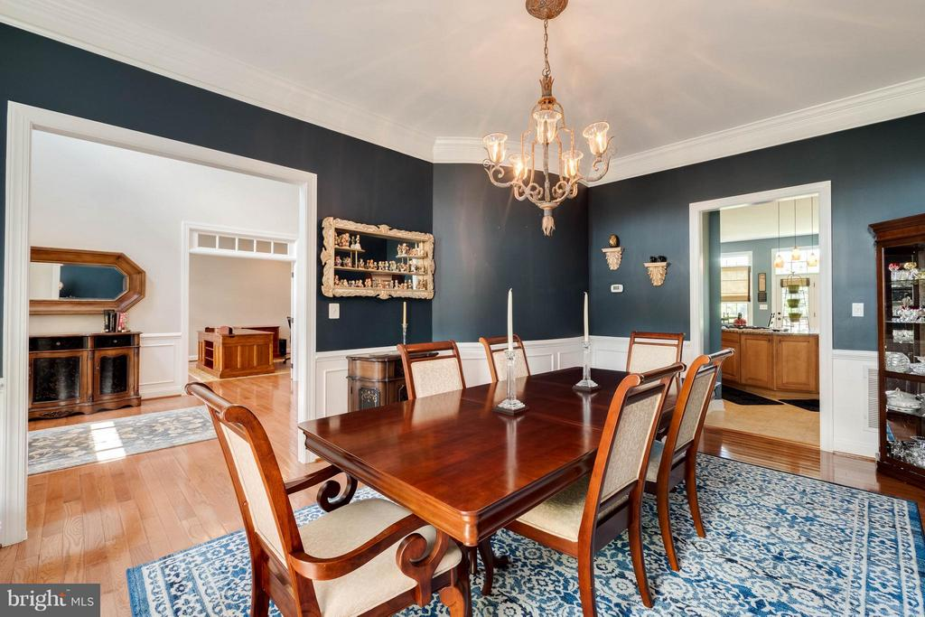Inviting Dining Room to Enjoy with Guests - 40728 CHEVINGTON LN, LEESBURG