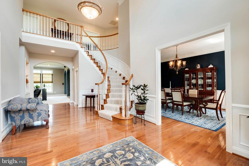 Bright 2 Story Foyer - 40728 CHEVINGTON LN, LEESBURG