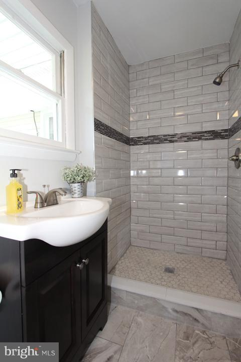 Bath #2 newly renovated! - 702 DICKENSON CT, STERLING