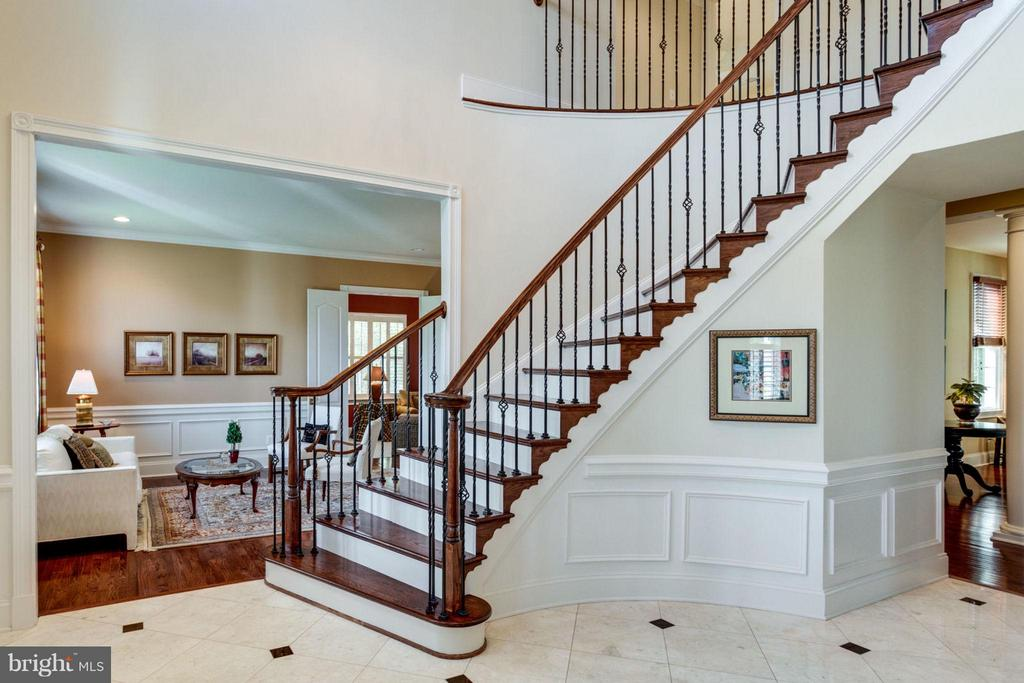 Beautiful Front Foyer with marble floor - 20145 BLACK DIAMOND PL, ASHBURN
