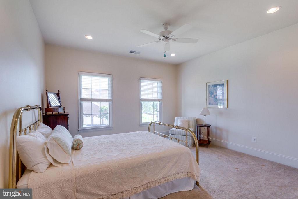 Bedroom 4 with Full Bath - 20145 BLACK DIAMOND PL, ASHBURN