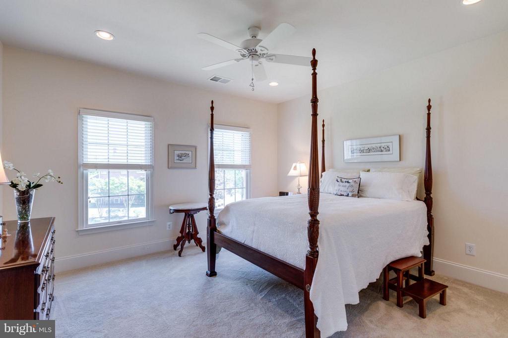 Bedroom 2 with Full Bath - 20145 BLACK DIAMOND PL, ASHBURN