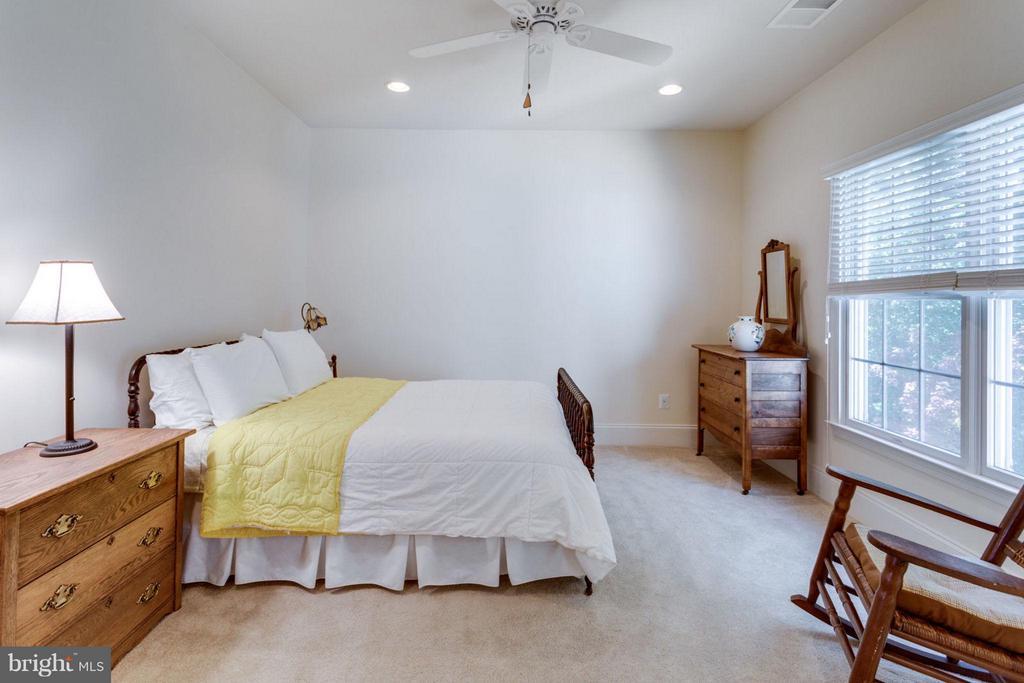 Bedroom 3 with Full Bath - 20145 BLACK DIAMOND PL, ASHBURN