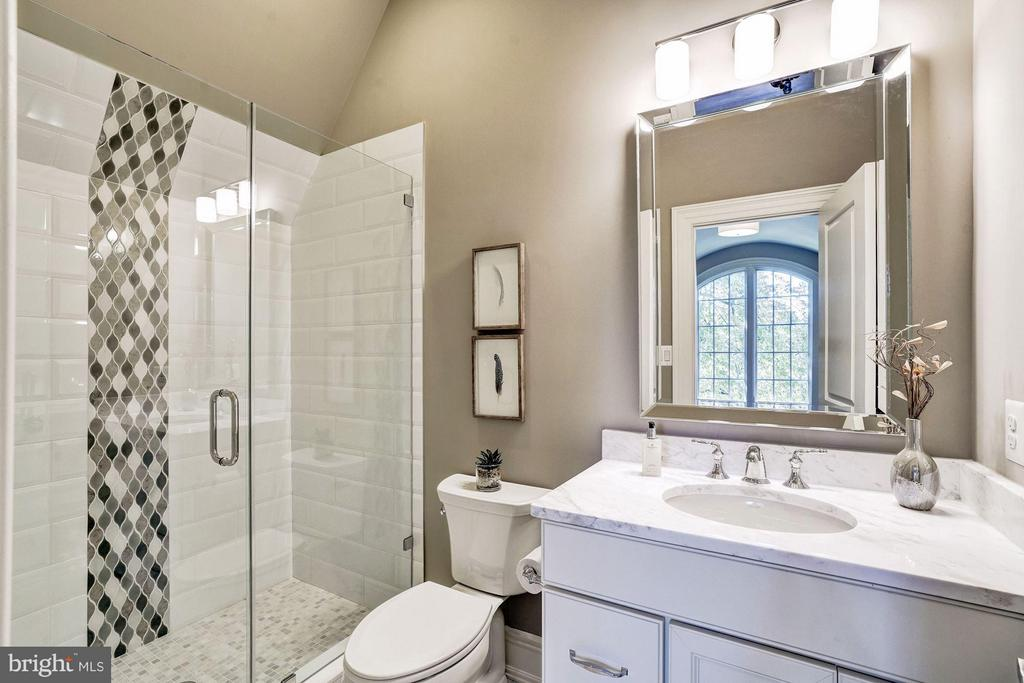 Ensuite Bath - 3200 ABINGDON ST, ARLINGTON