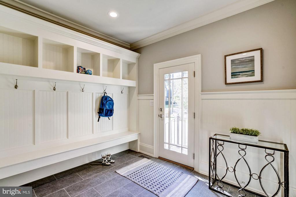 Mud Room - 3200 ABINGDON ST, ARLINGTON