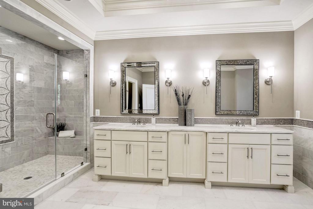 Owners Spa Bath - 3200 N ABINGDON ST, ARLINGTON