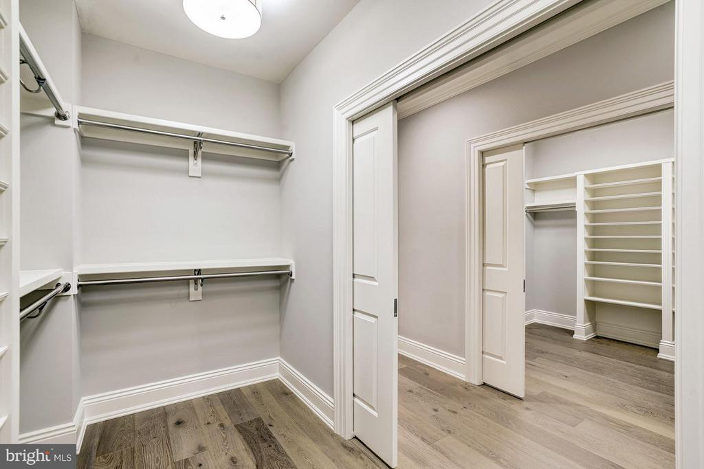 His and Her Walk-in Closets - 3200 ABINGDON ST, ARLINGTON