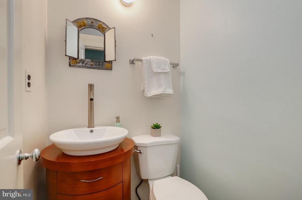Bath - 1018 CAPITOL ST NE #3, WASHINGTON