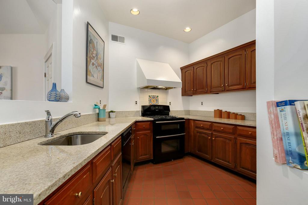 Kitchen - 1018 CAPITOL ST NE #3, WASHINGTON