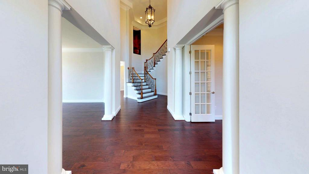 Stunning foyer! - 43263 PARKERS RIDGE DR, LEESBURG