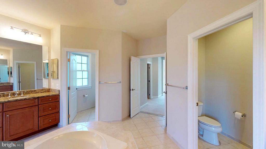 Bath (Master) - 43263 PARKERS RIDGE DR, LEESBURG