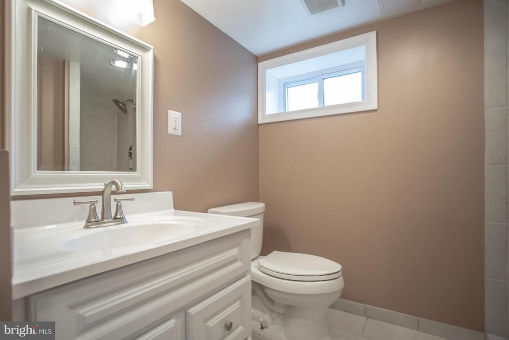 Lower Level Full Bath - 8335 MOUNT VERNON HWY, ALEXANDRIA