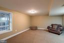 Large bedroom in lower level with full egress - 6412 TINKLING SPRINGS CT, MANASSAS