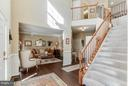 Two story foyer with T-staircase - 6412 TINKLING SPRINGS CT, MANASSAS