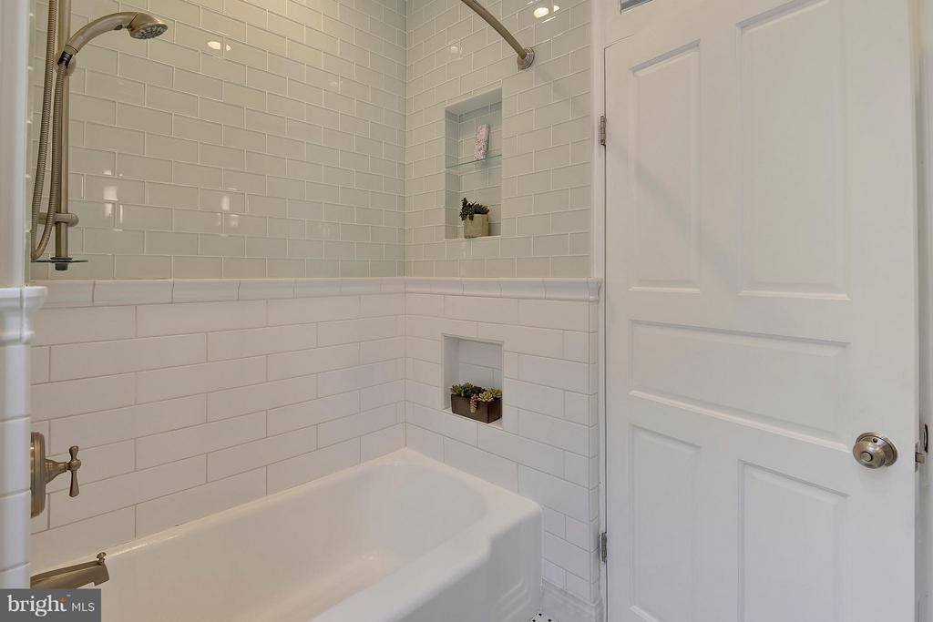 Bath - 215 5TH ST NE, WASHINGTON