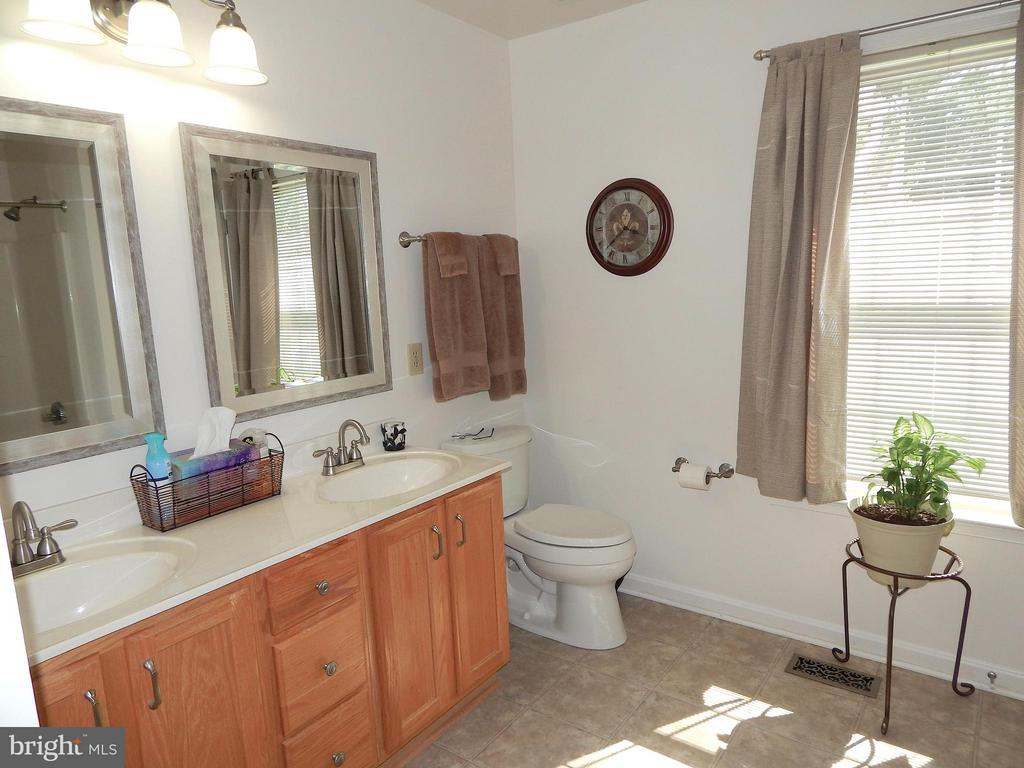 Master bath w/double vanity - 10123 SOUTH FULTON DR, FREDERICKSBURG
