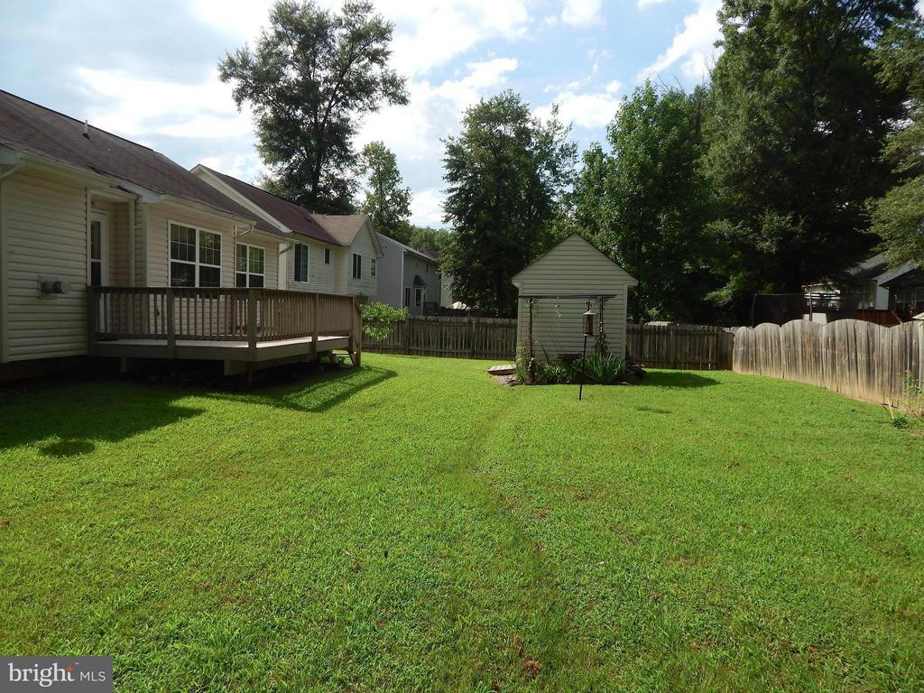Shed and deck in privacy-fenced back yard - 10123 SOUTH FULTON DR, FREDERICKSBURG
