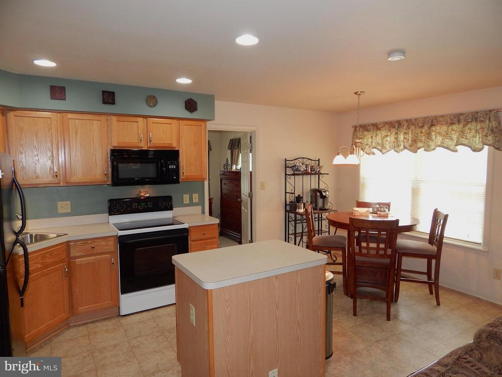 Updated kitchen w/island and breakfast nook. - 10123 SOUTH FULTON DR, FREDERICKSBURG