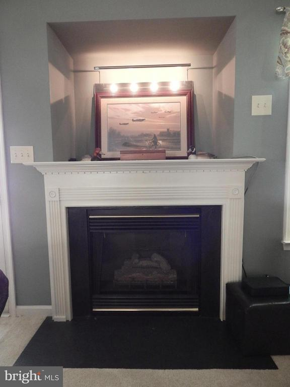 Cozy gas fireplace - 10123 SOUTH FULTON DR, FREDERICKSBURG