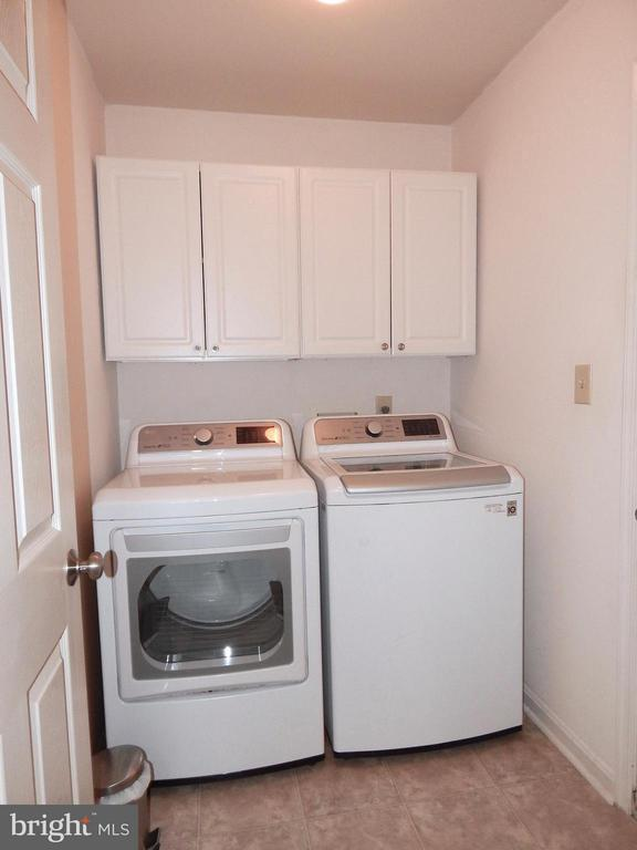 Separate laundry rm w/cabinets - 10123 SOUTH FULTON DR, FREDERICKSBURG