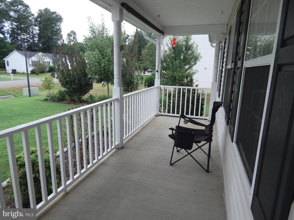 Rocking-chair-sized front porch, or maybe a swing - 10123 SOUTH FULTON DR, FREDERICKSBURG