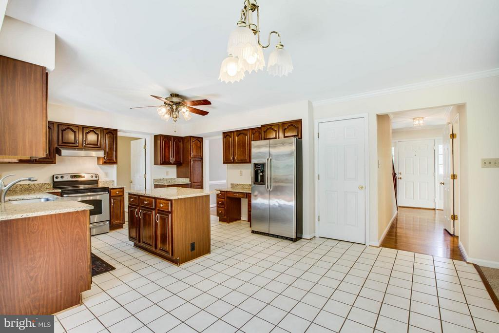 Kitchen - 6111 THAYER ST, FREDERICKSBURG