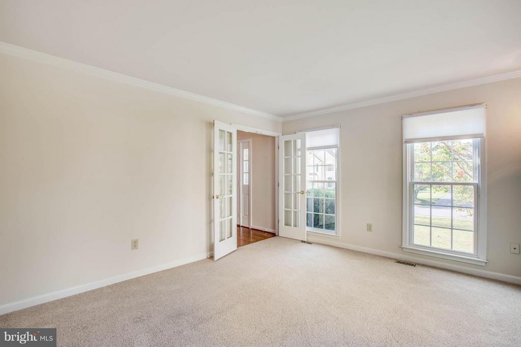 Living Room - 6111 THAYER ST, FREDERICKSBURG
