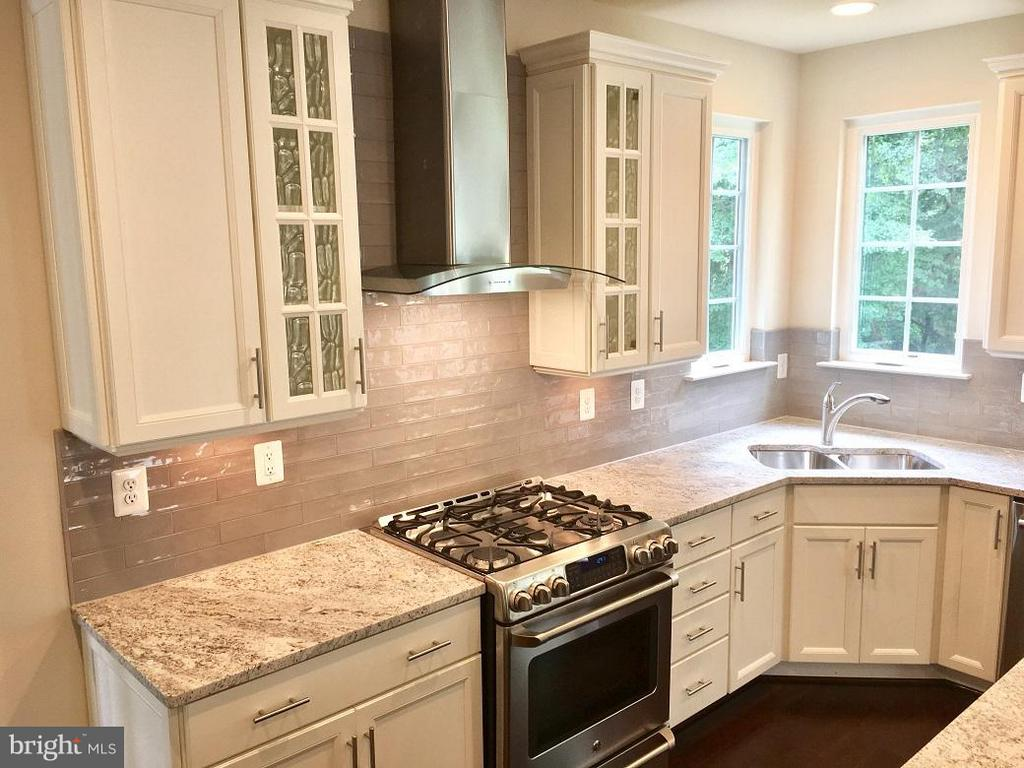 Kitchen - 2 HICKORY FALLS CT #CLAREMONT, WOODBRIDGE