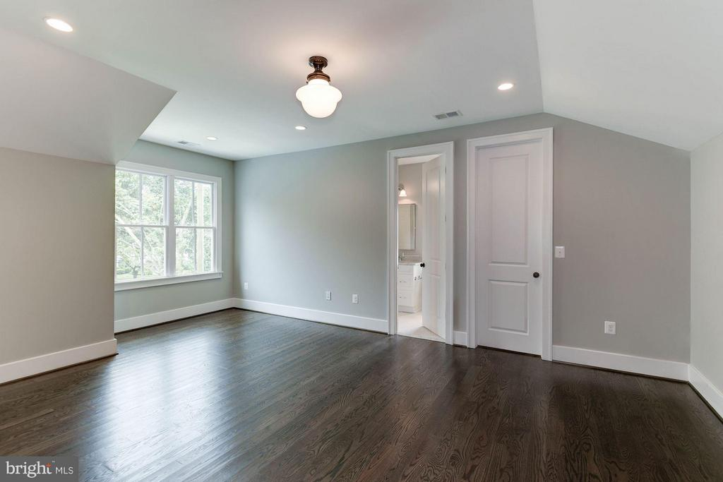 Five Bedrooms on upper lvl- 3 en suite! - 3801 N RIDGEVIEW RD, ARLINGTON