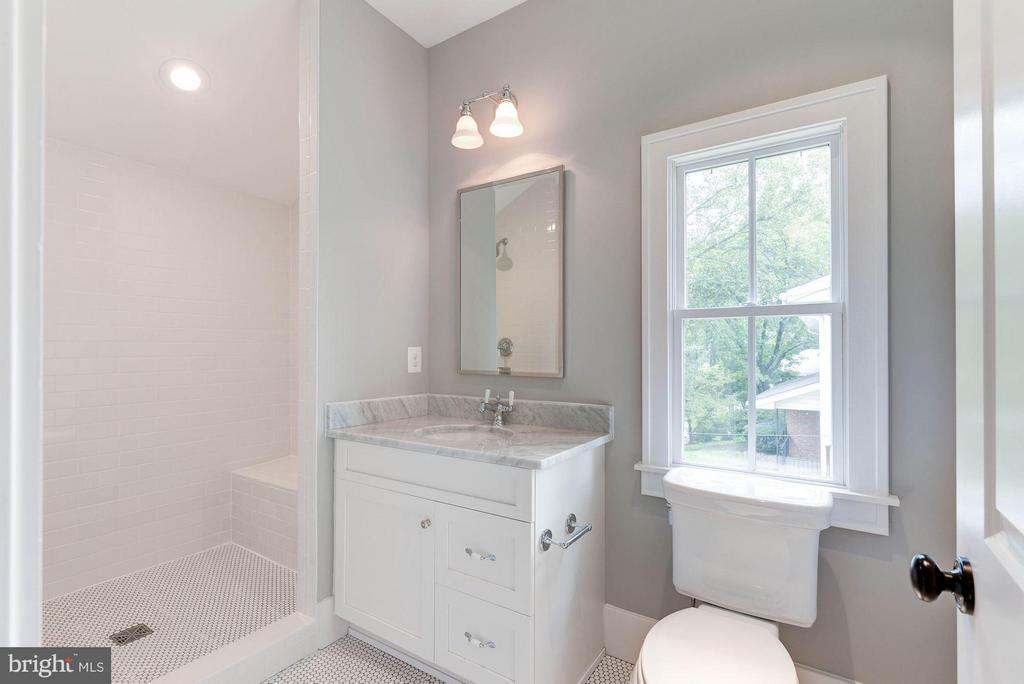 4 upper level baths - 3801 N RIDGEVIEW RD, ARLINGTON