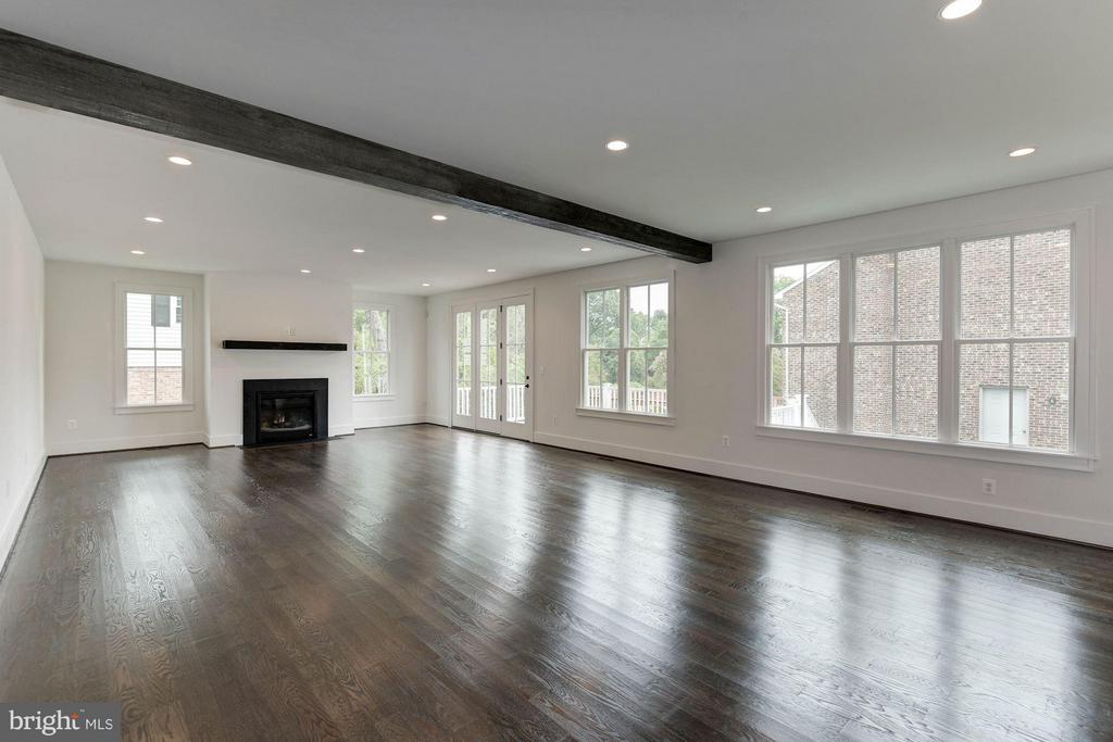 An abundance of natural light - 3801 N RIDGEVIEW RD, ARLINGTON