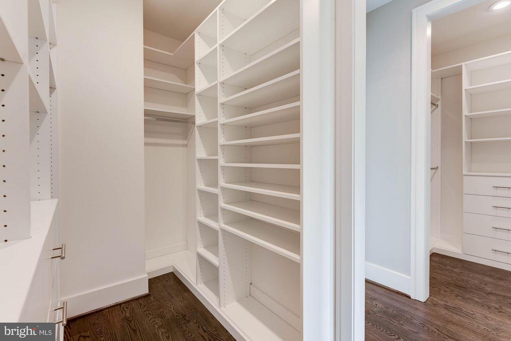 Two walk-in closets - 3801 N RIDGEVIEW RD, ARLINGTON