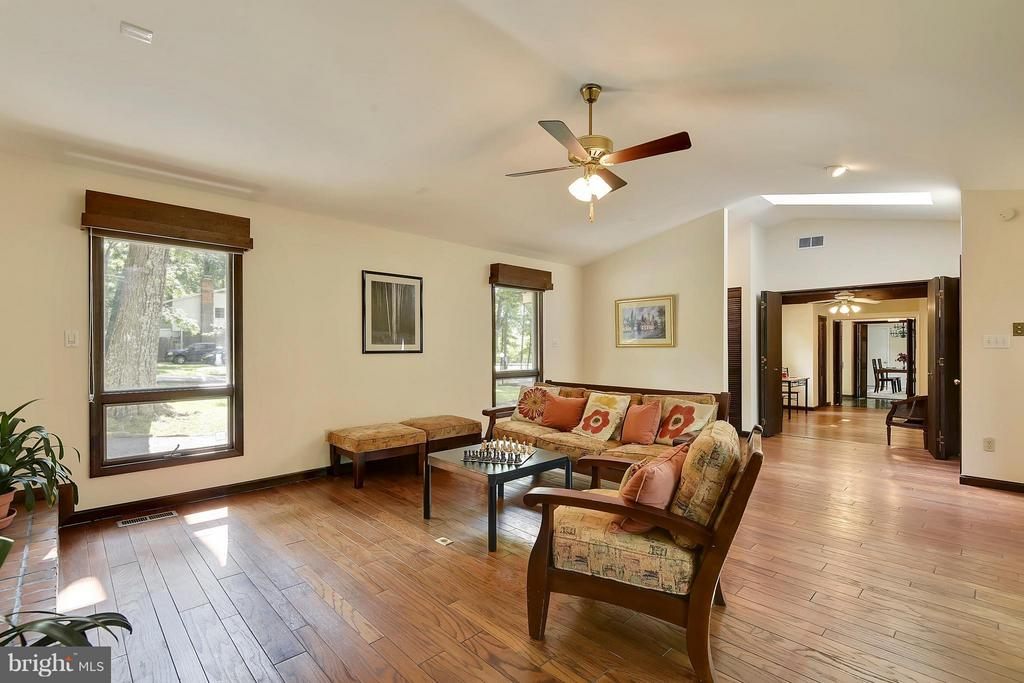Spacious, sun-filled Family Room - 5158 PIEDMONT PL, ANNANDALE