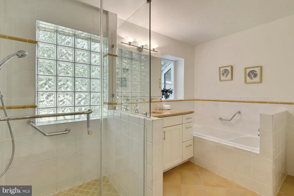 Master bath with ceramic tile shower - 5158 PIEDMONT PL, ANNANDALE
