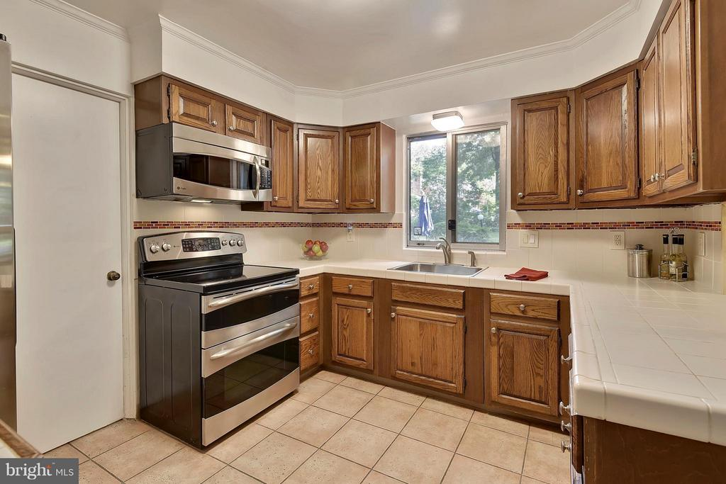 Kitchen with stainless steel appliances - 5158 PIEDMONT PL, ANNANDALE