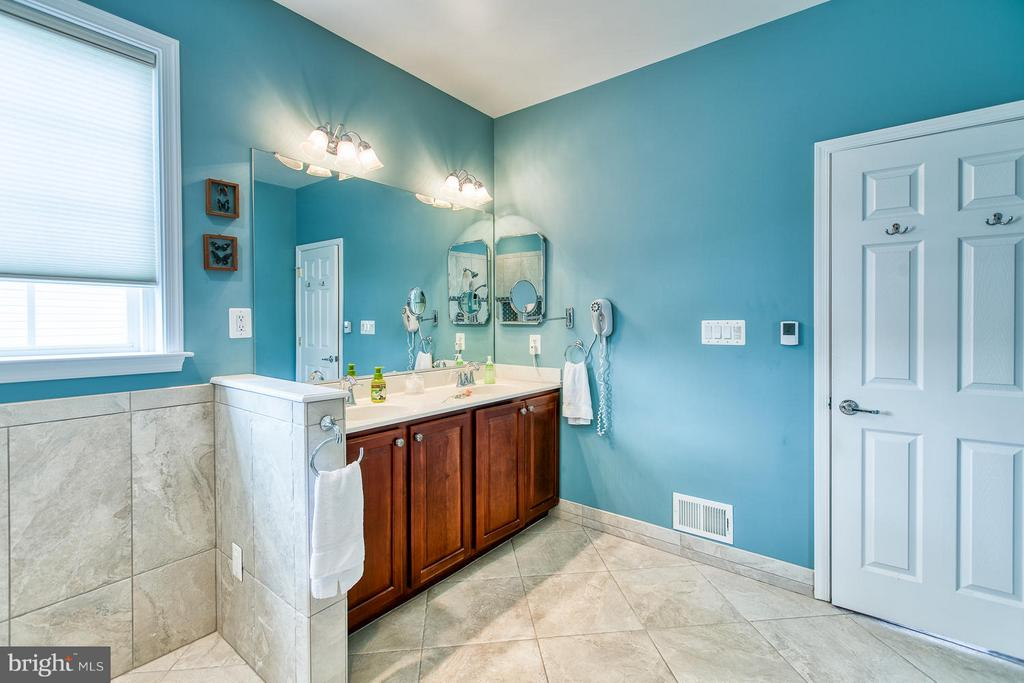 Double vanities - 9791 BIG BETHEL CIR, FREDERICKSBURG