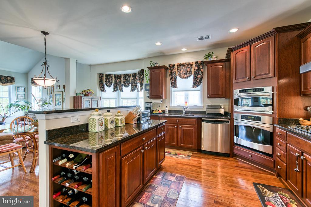 Gourmet kitchen - Check out the Wine Rack - 9791 BIG BETHEL CIR, FREDERICKSBURG