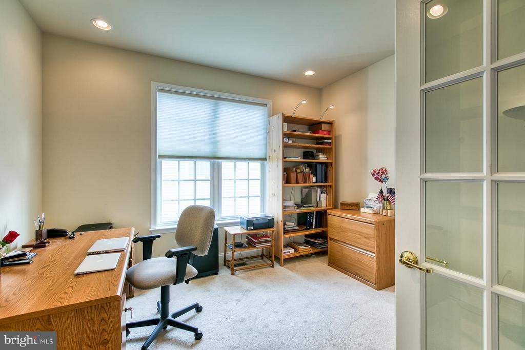 Main Level Office or fourth bedroom - 9791 BIG BETHEL CIR, FREDERICKSBURG