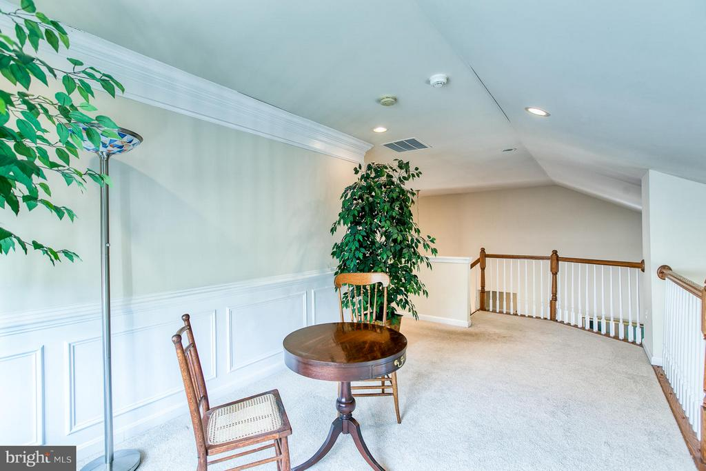 Loft - Great place to Read or simply relax - 9791 BIG BETHEL CIR, FREDERICKSBURG